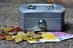 Сколько стоит оформить наследство на квартиру у нотариуса: госпошлина на вступление и оформление при наследовании по завещанию