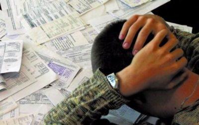 Могут ли выселить из квартиры за долги ЖКХ: а именно, будут ли отнимать жильё, какие существуют способы борьбы с должниками, и что же делать, если карту заблокировали за неуплату коммуналки и взяли кредитный автомобиль в арест