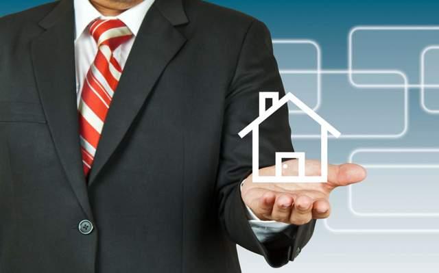 ТСЖ или управляющая компания: что лучше, отличия товарищества жильцов от УК, плюсы (преимущества) и минусы, это одно и то же или нет, чем они управляют и может ли ТСЖ заключить договор с УК для обслуживания одного или нескольких домов?