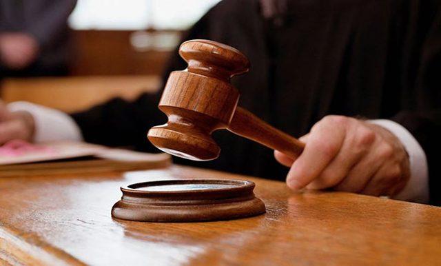 Как подать в суд на управляющую компанию ЖКХ и на кого подает в суд ЖКХ: есть ли срок исковой давности по услугам и сколько составляет госпошлина в мировой суд, а также судебная практика и решения, образцы заявления, иска и приказа