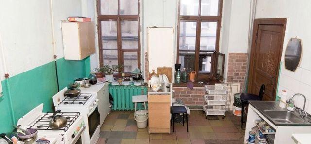 Можно ли сдать комнату в коммунальной квартире без согласия соседей? Как правильно оформить договор аренды, если жильцы против?