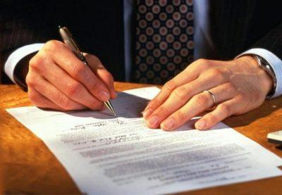 Заключение договора с управляющей компанией ЖКХ – как получить свой экземпляр и переходит ли он с бывших хозяев квартиры, а также на какое время подписываются документы собственника с УК и где посмотреть образцы?