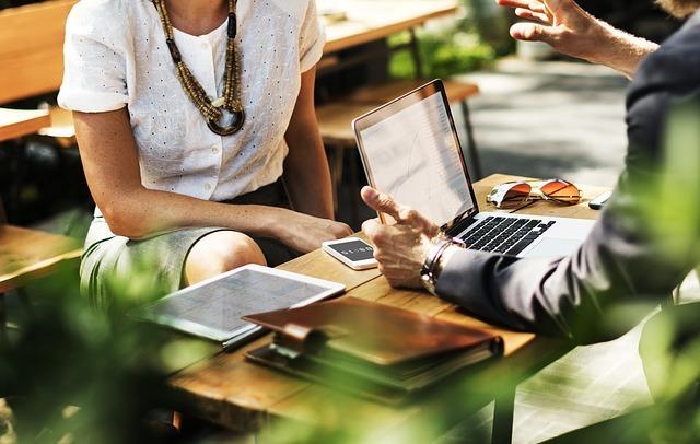 Учет в управляющих компаниях, ЖКХ, ТСЖ и ЖСК: как осуществить его ведение с нуля самостоятельно (пошаговая инструкция), что такое бухгалтерская политика и как ее вести, как оформить проводки и что включать в доходы при УСН (упрощенка) и выбрать ОКВЭД?