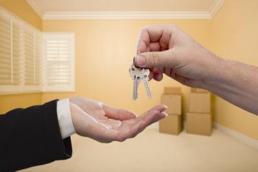 cдать квартиру студентам: сдача жилья в аренду сотрудникам компании, госслужащим и прочим работникам по договору, а также как снять недвижимость, будучи в командировке?