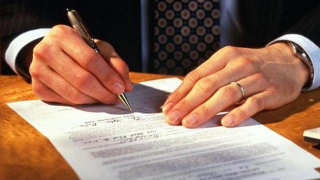 Как оформлять наследство на квартиру после смерти матери, отца (родителей): какие документы нужно подготовить для вступления или оформления права наследования между близкими родственниками и детьми, а также хотят ли депутаты запретить проведение данной процедуры