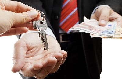 Сдача квартиры по договору в аренду: как правильно это оформить, преимущества и недостатки официальной сделки