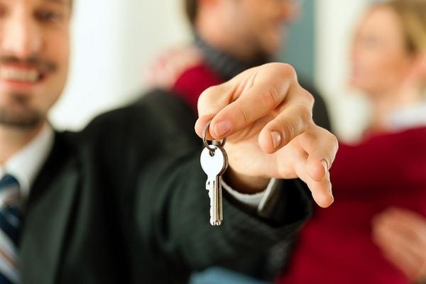 Как сдать квартиру в аренду правильно: можно ли самостоятельно грамотно и безопасно сдавать жильё квартирантам и как это лучше сделать, чтобы потом не жалеть?