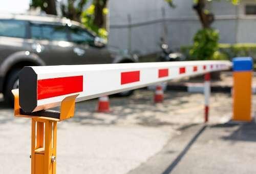 Как установить шлагбаум во дворе многоквартирного дома законно: можно ли это сделать, а также порядок установки и как поставить правильно?