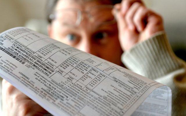 Как меньше платить за ЖКХ: можно ли уменьшить или сэкономить на платежах за услуги и облагается ли НДС, а так же помощь в оплате по штрих коду из дома, по адресу, или порядок действий, и нужно ли платить, если нет денег