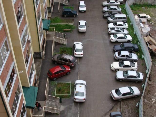 Парковочные места во дворах многоквартирных домов: нормы и правила парковки на придомовой территории для автомобилей инвалидов