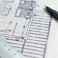 Что является перепланировкой в квартире: по закону считается что это любые действия затрагивающие несущие конструкции, стены и перекрытия, а значит  относится регламентируемым законодательством мероприятиям