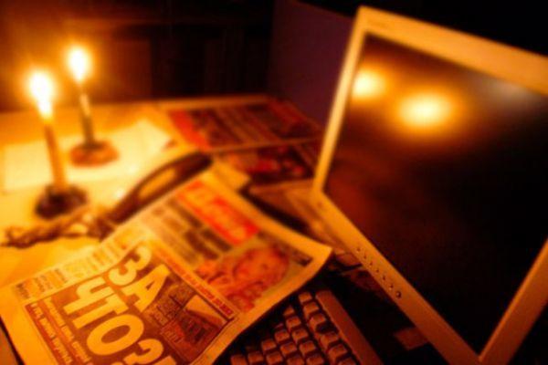 Имеет ли право ЖКХ отключить свет за неуплату квартплаты, подать в суд и вывешивать списки должников, в том числе за электричество и канализацию?