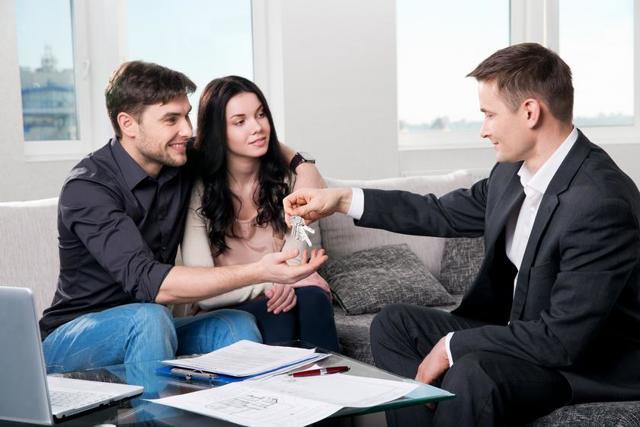Снять в коммуналке комнату: какие существуют правила, можно ли, и если да, то как жильцу коммунальной квартиры заключить договор аренды (образец) и правильно сдать помещение (в том числе приватизированное), а также сдача жилья без посредников