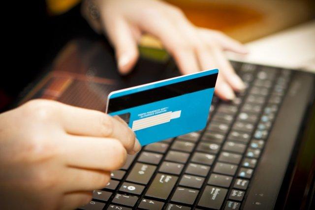 ЖКХ: оплата коммунальных услуг через личный кабинет, как оплатить счета онлайн и оплачивать квитанции через интернет плательщику,  а также, можно ли провести плату или платежи по лицевому счету и заплатить за ЖКХ через вход в личный кабинет