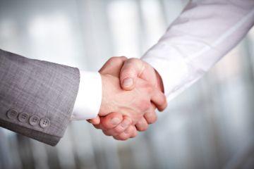 Акт приема-передачи при сдаче квартиры в аренду: как правильно оформить и где скачать образец, когда и между кем составляется, а также как указать в договоре о наличии передаточного документа?