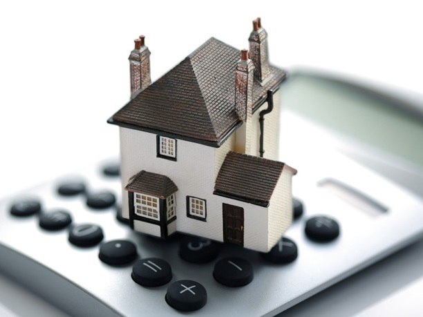 Сколько стоит оценка дома и земельного участка: что влияет на финальную цену и как заключить договор с оценщиком