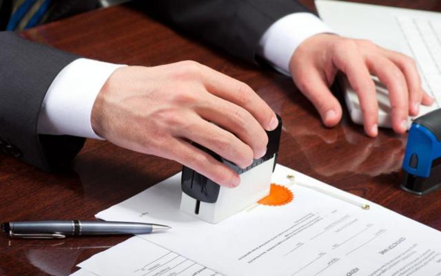 Образец договора купли продажи гаража с земельным участком: документ на металлический или железный бокс без места (земли), а также  где скачать типовой бланк договора?