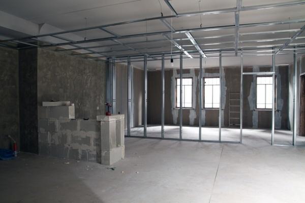 Перепланировка нежилого помещения: переустройство жилых площадей в многоквартирном доме или здании, порядок его осуществления и что это, а также проекты и объекты коммерческой недвижимости